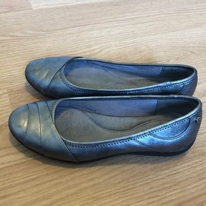 Life Stride Silver Flats Size 6